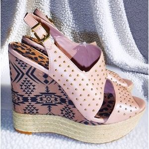 Jessica Simpson island motif wedge sandals